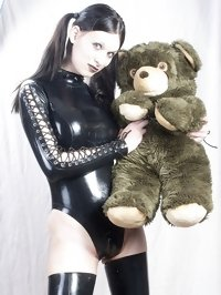 shemale Hannah Sweden in black latex with plushy toy